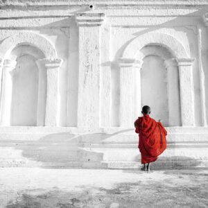 Posters Skleněný Obraz Budhistický mnich - b&w